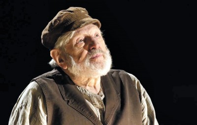 "American Treasure Theodore Bikel Shines In ""In The Shoes of Sholom Aleichem"""