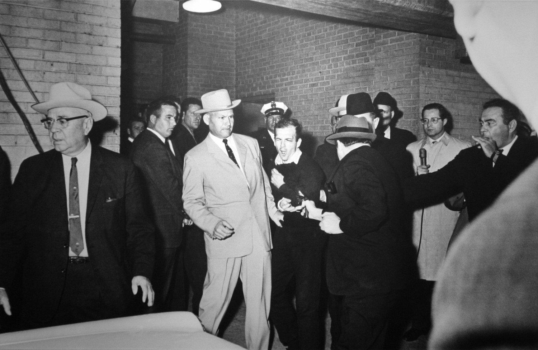 Jack Ruby guns down Lee Harvey Oswald, 1963