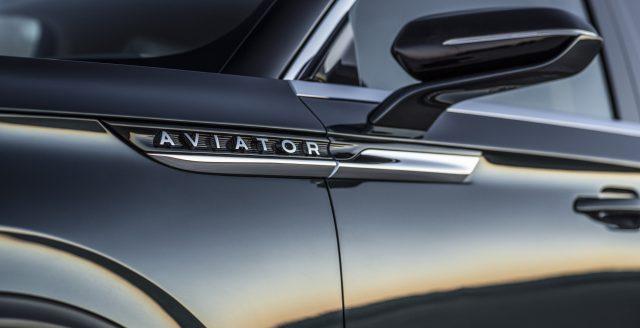 Lincoln Aviator Side Panel