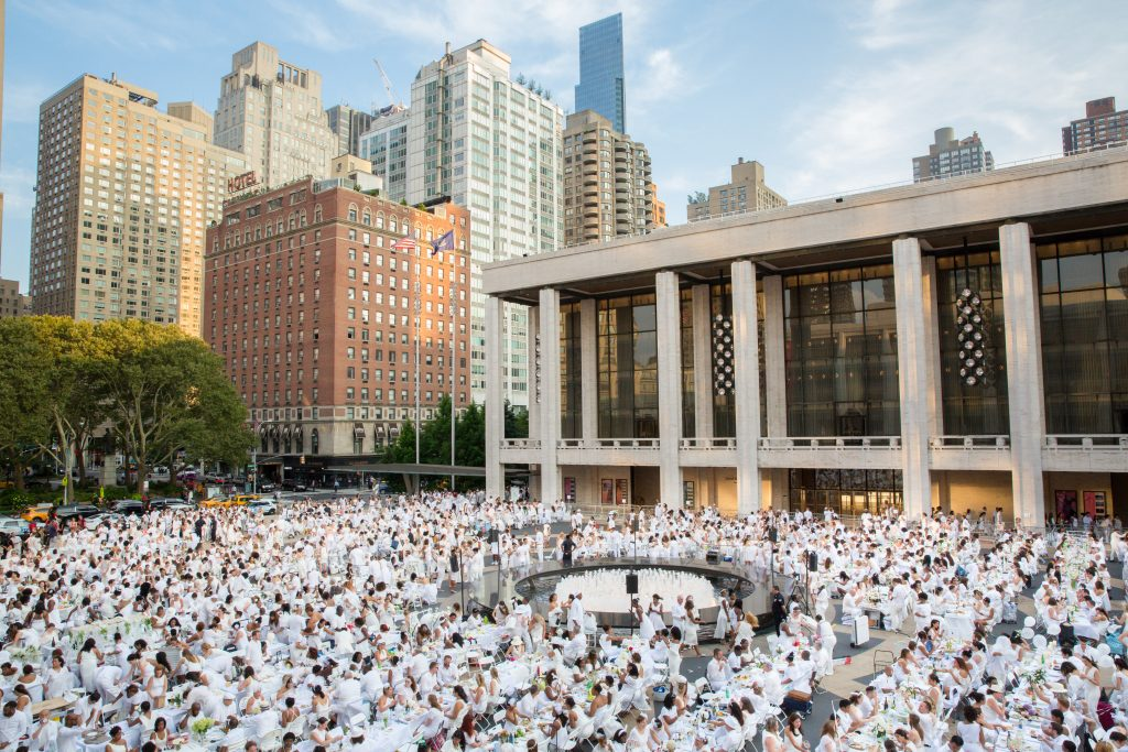 Hundreds of guests gather at one of Le Dîner en Blanc NYC's pop-up locations in 2017.